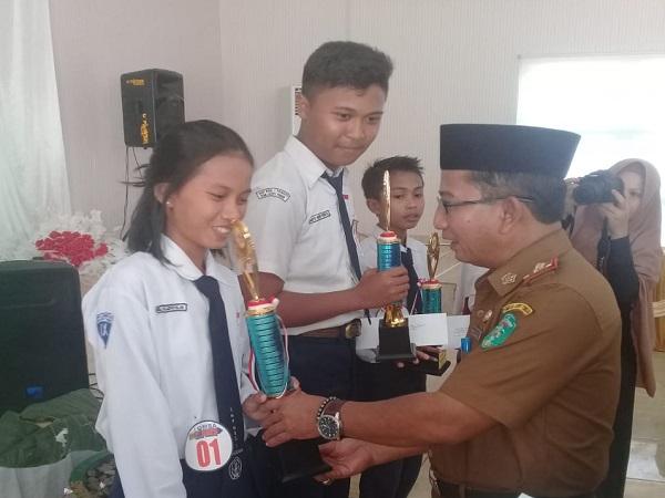 Juara pertama dalam lomba pidato Bahasa Indonesia tingkat SMP/MTs se-Kabupaten Luwu Timur 2018